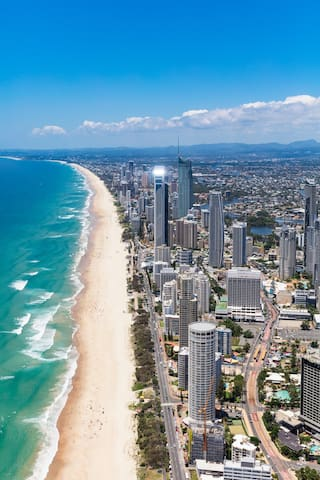 Surfers Paradise Guidebook