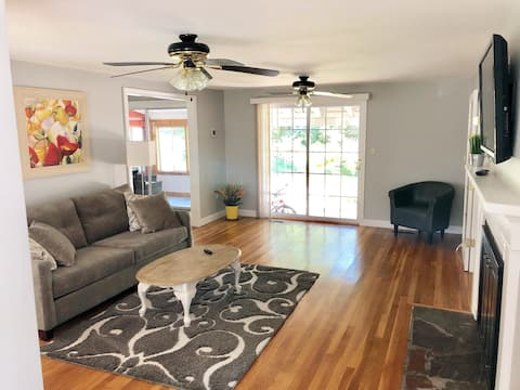 Cozy & Affordable 2 Bedroom Guest Suite, Stoneham
