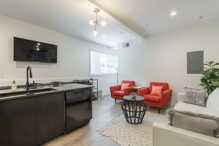 Studio9Forty Apartment 30 with Queen bed, sleeps 3