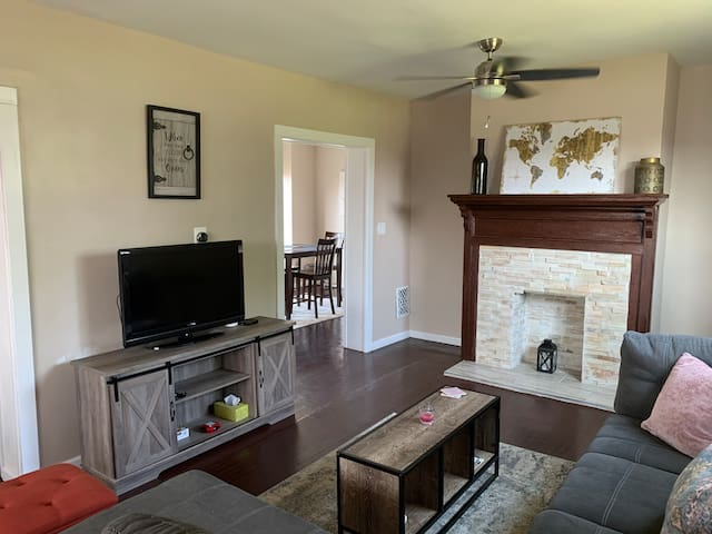 Bright Apt, Minutes to Downtown Buffalo!