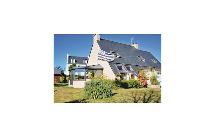 Holiday cottage with 5 bedrooms on 130 m² in Kerlouan/Le Croazou