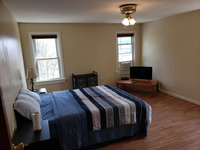 39 3rd #1 Private Bedroom in 3 bedroom house!