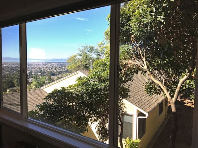 El Cielo: A Private Oakland Hills Retreat