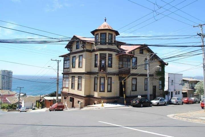 3  habitaciones SINGLEcasa patrimonial Playa Ancha