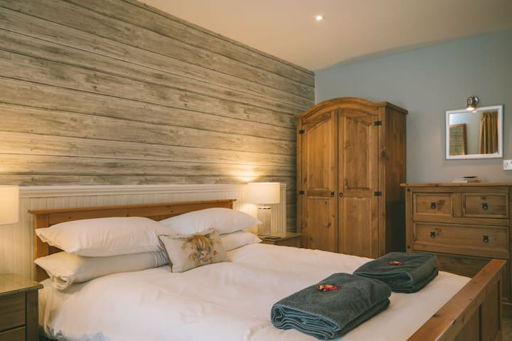 Larch Cottage Bedroom
