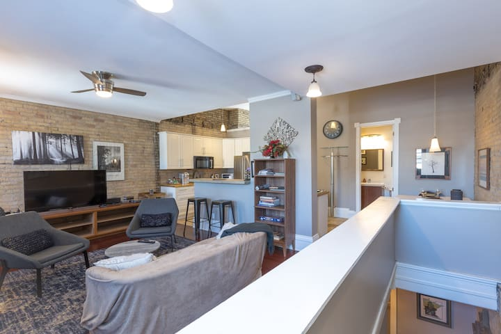 Historic Brownstone, Exposed Brick W/ Rooftop Deck