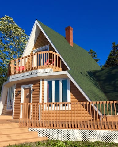 Maison style chalet entre mer et montagne Gaspésie