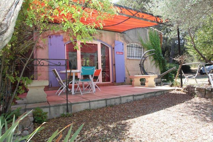 Gîtes 55 m2 avec nature, piscine et climatisation