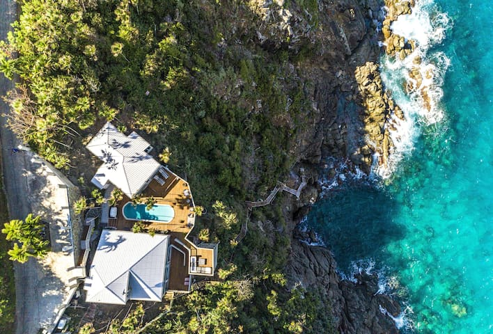 The Cliff House - 3BR villa, perched cliffside with stunning views!
