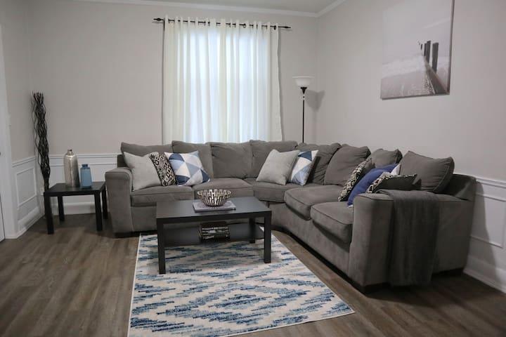 Modern, Luxurious Home Near Downtown & UWO