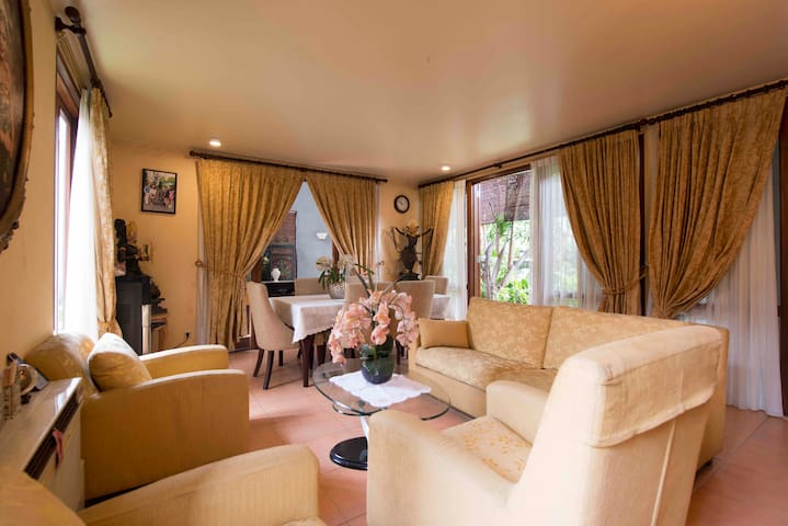 Tropical Luxury Villa in Jakarta
