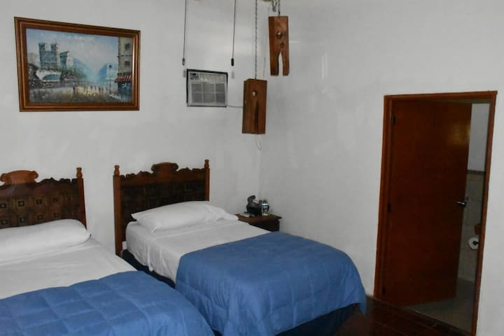 Double room with p/bath. - Suchitoto - Guesthouse
