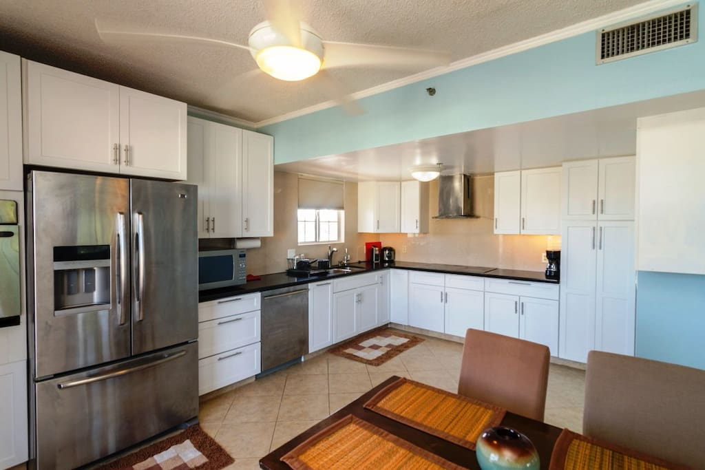 Large Open kitchen with full appliances