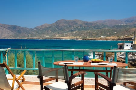 Beachfront house - amazing view-dishwasher-ac-wifi