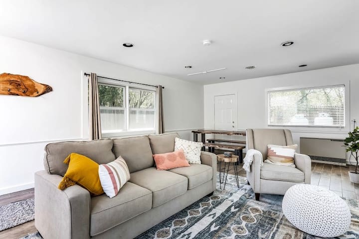 Cozy Bungalow Home in the heart of Stowe Village