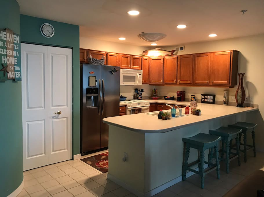 kitchen with dining bar