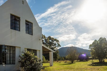Farm house with lovely mountain views - Greater Plettenberg Bay - House