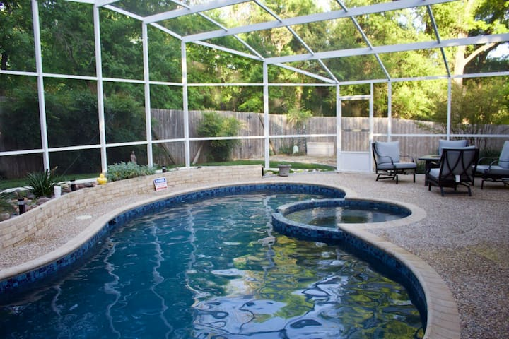 Perfect home with pool and spa on the greenbelt