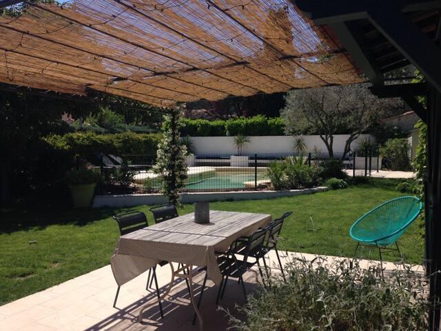 Charmante maison en Provence calme et piscine
