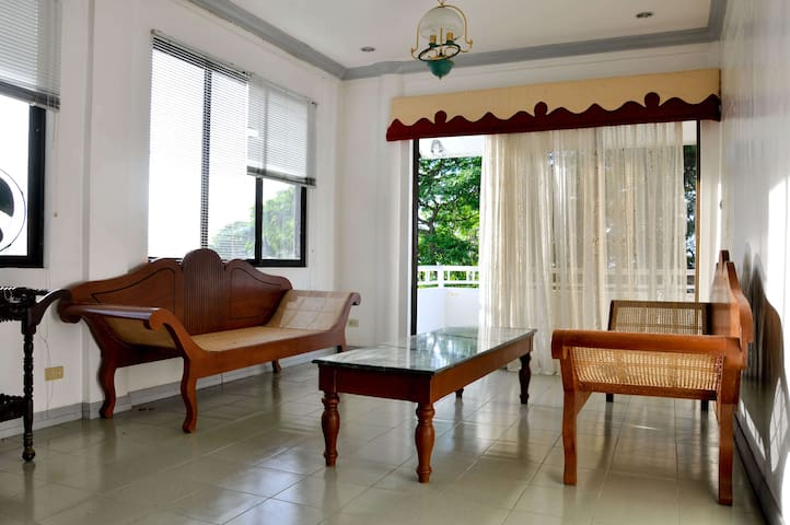 Enjoy sunsets w/1BR apartment near the beach Bohol