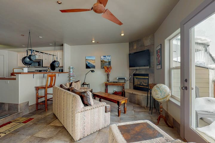 Dog-friendly, riverfront condo w/private hot tub -close to downtown