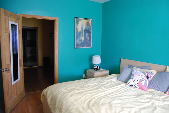 2-br Home Close to Downtown with Room for 8 ! - Chicago - Casa