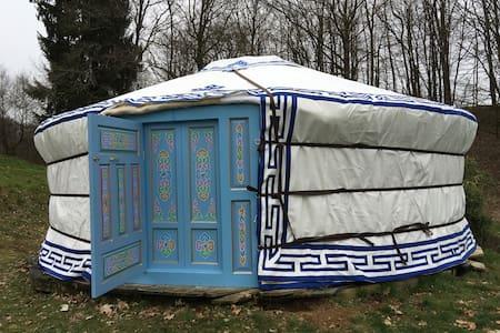 campement nomade de yourtes - Angoisse - Yurt
