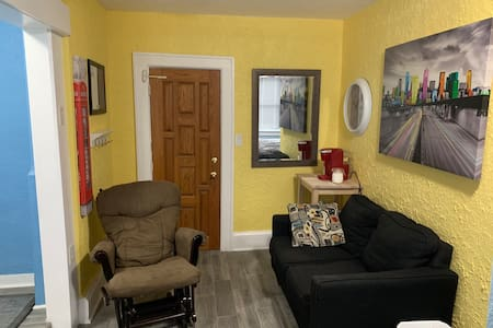 Old school stylish downtown Windsor apartment #5