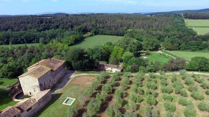 Beautiful family farmhouse, near Girona, between Olot-Banyoles-Figueras