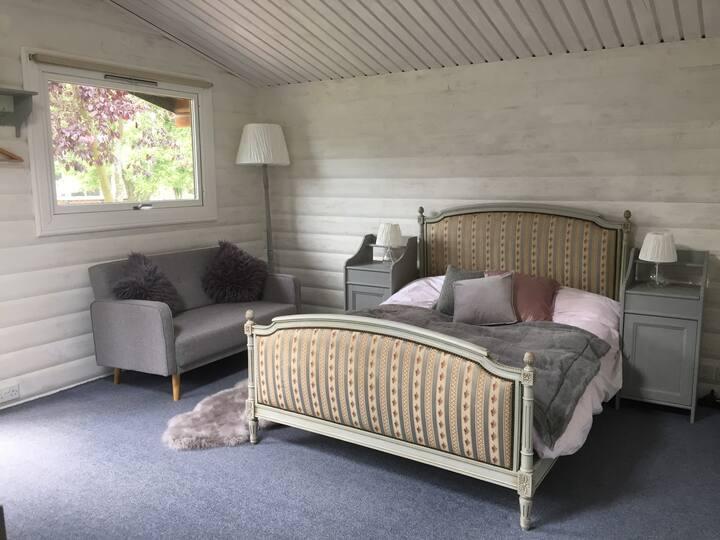 Chalet & double bedroom / family/ wildlife