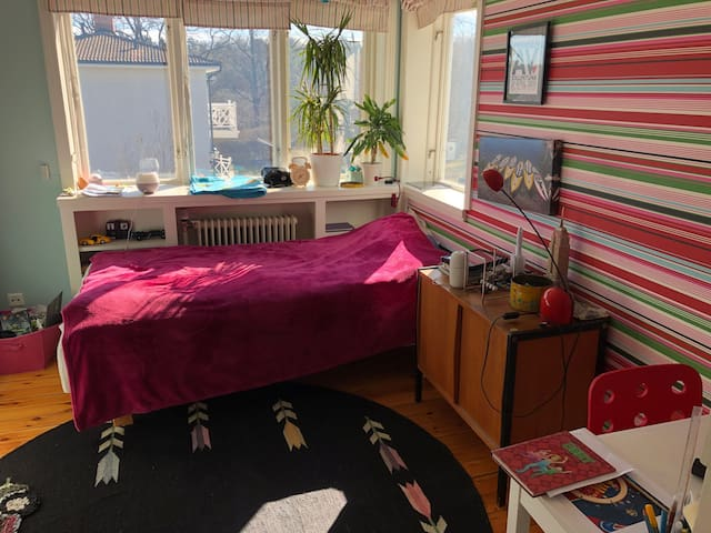 Bedroom 3, 105 cm bed.