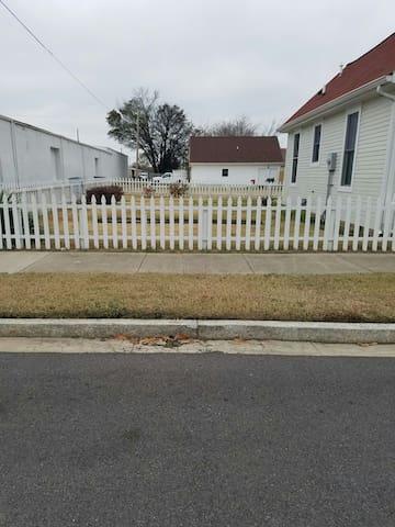 Enclosed left side yard