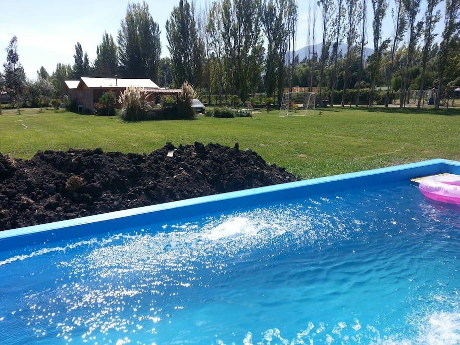 Casa de campo piscina areas verdes tiendas de campa a for Piscinas aki catalogo