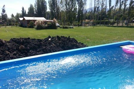 Casa de campo piscina areas verdes. - El Monte - Tenda