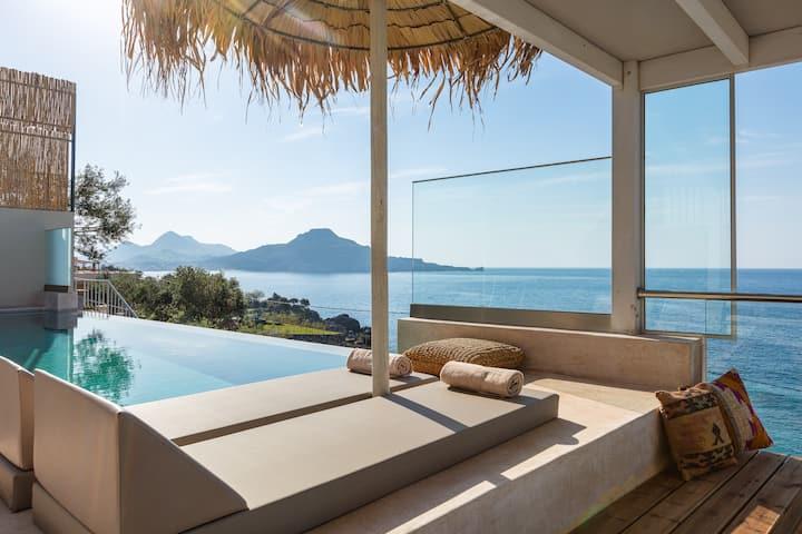 Fotinari Villa 2 - High quality above a cozy beach