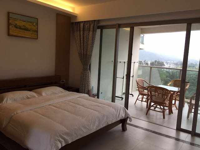 海南万宁神州半岛保利1号海景公寓,温馨大床能做饭,楼下游泳池健身房,环境优雅适合度假。