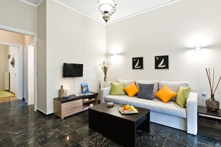 Flat at Pireus center, 450m. from Pasalimani - Pireas - Leilighet