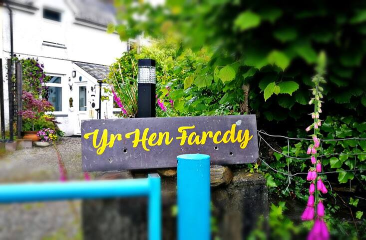 Yr Hen Farcdy B + B (Double and Twin)