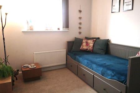 Lovely bedroom in beautiful Edinburgh.