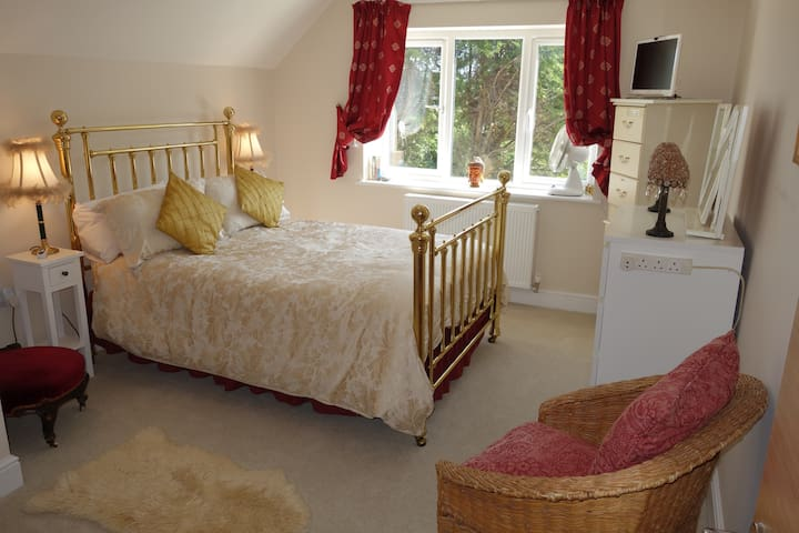 Double Room & En Suite in Beautiful Character Home - Alfold - Talo