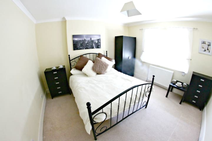 Beautiful Room in Rayleigh near train station - Southend-on-Sea - Casa