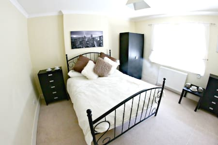Beautiful Room in Rayleigh near train station - Southend-on-Sea