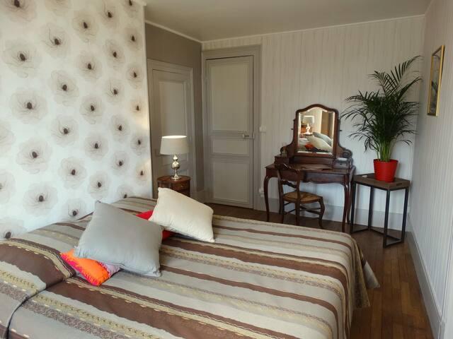 La Chambre Girolloise - la chambre à grand lit