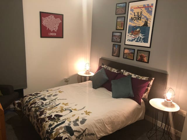 Quiet double room within easy reach of city center