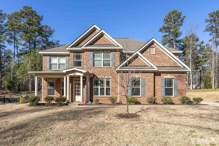 Beautiful East Woods subdivision homeb