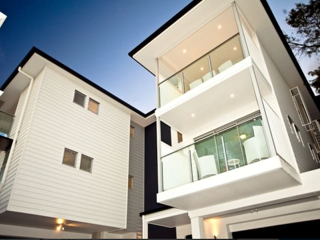 Modern 3 lvl townhouse! - Norman Park - House