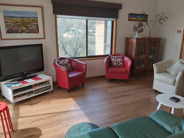Front apartment in Howrah/beachfront suburb