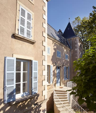 An authentic mansion near Beaune