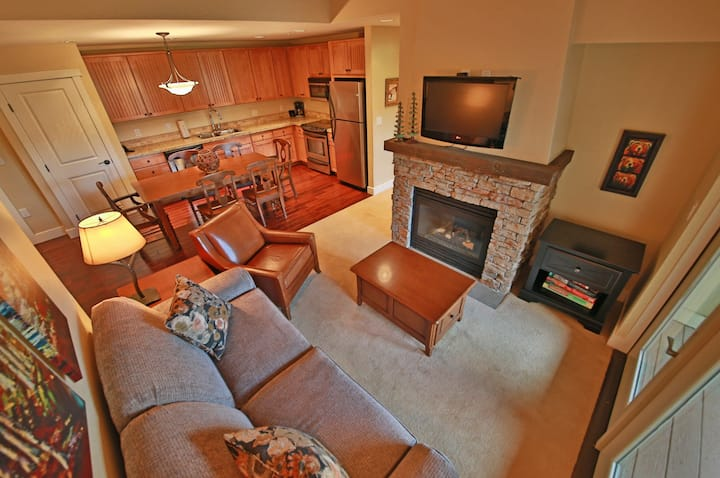 Family Condo w/Shared Pool & Hot Tub/Private Washer/Dryer/Free WiFi Near Skiing!