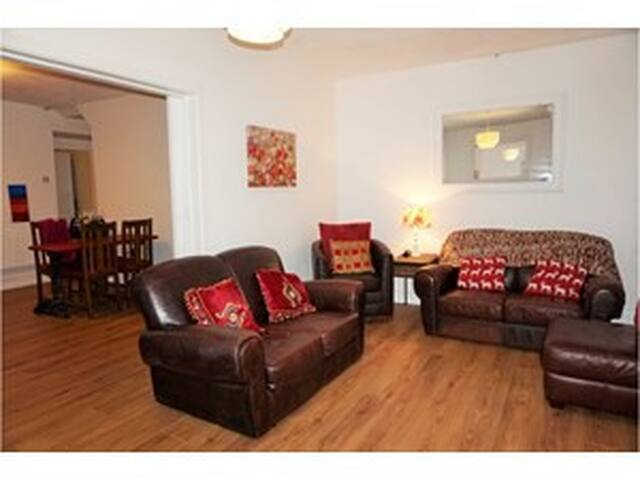 Mountain views cosy rooms with real fires - Blaenau Ffestiniog - House